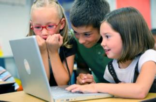 Bảo vệ trẻ em trước những hiểm họa từ internet